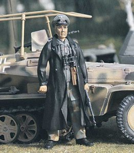 M-MODEL 35012 - 1:35 German SS-Officer 12th SS
