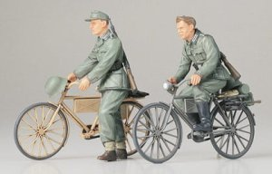 TAMIYA 35240 - 1:35 German Soldiers with Bicycles