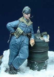 D-DAY MINIATURE 35007 - 1:35 SS Officer smoking pipe - Hungary 1945