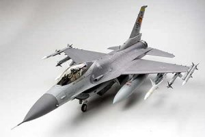 TAMIYA 60315 - 1:32 F-16 CJ Fighting Falcon