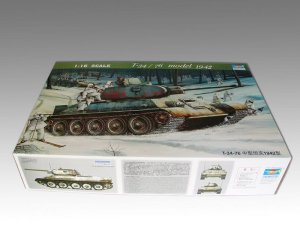 TRUMPETER 00905 - 1:16 T-34/76 mod. 1942