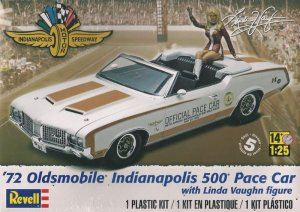 REVELL-MONOGRAM 4197 - 1:25 1972 Oldsmobile Indianapolis 500 Pace Car with Linda Vaughn figure