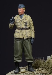 D-DAY MINIATURE 35002 - 1:35 German Fallschirmjager Officer - Crete 1941